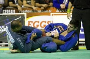 Igor Silva contra Cavaca. Foto: Gustavo Aragão